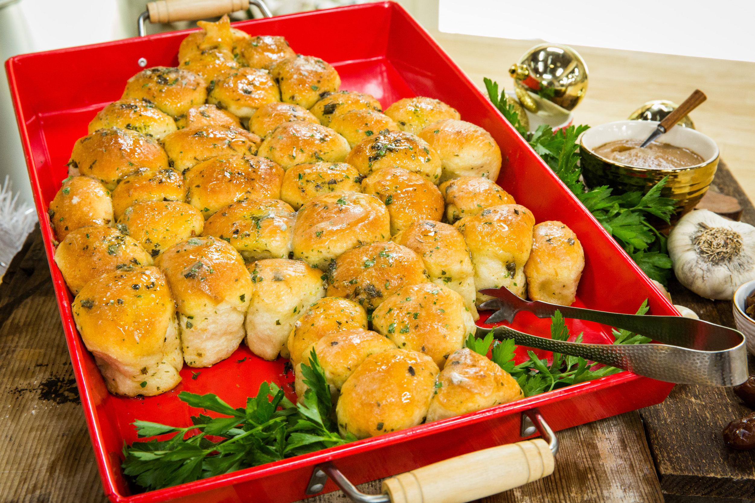 Recipe - Christmas Tree Garlic Pull-Apart Sticky Buns | Home ...