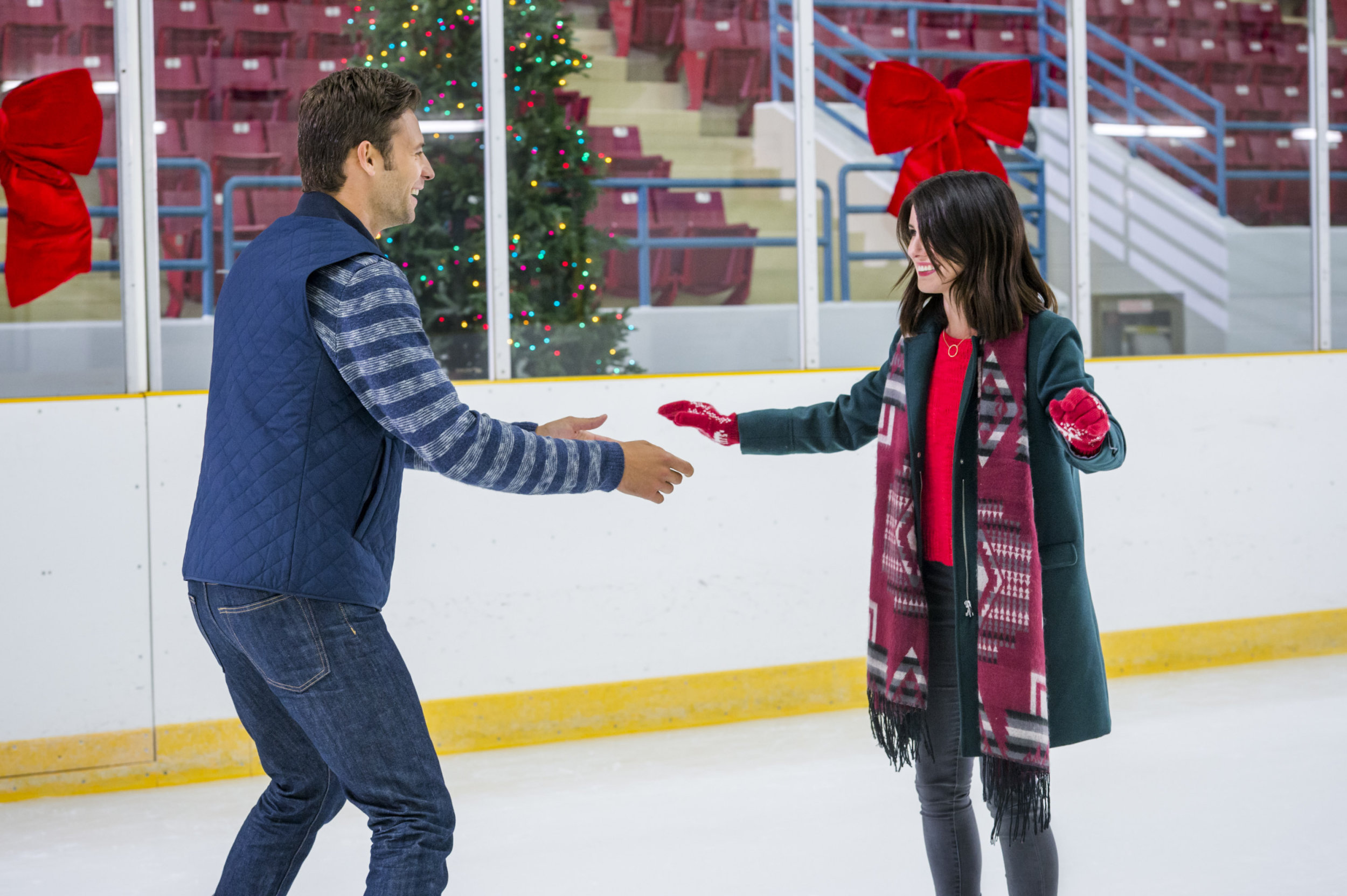 Cast - Christmas Incorporated | Hallmark Channel