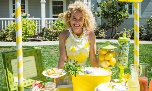Tracy metro 39 s diy lemonade stand hallmark channel for How to build a lemonade stand on wheels