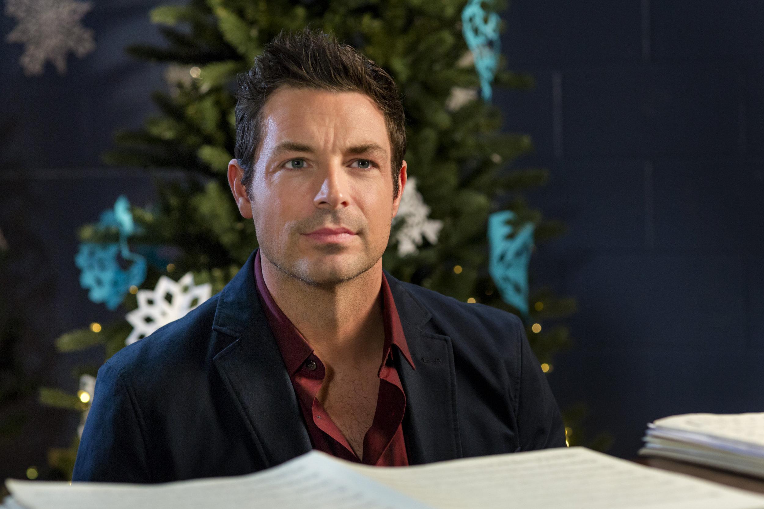 Photos - A Christmas Melody - 11   Hallmark Channel