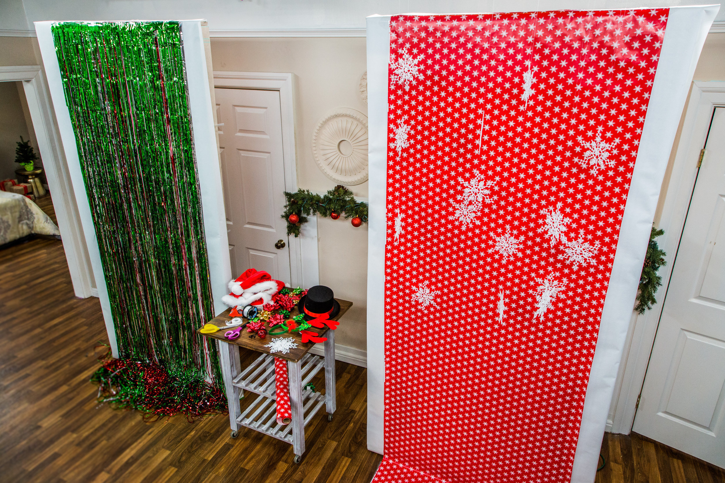 diy holiday photo booth home family hallmark channel. Black Bedroom Furniture Sets. Home Design Ideas