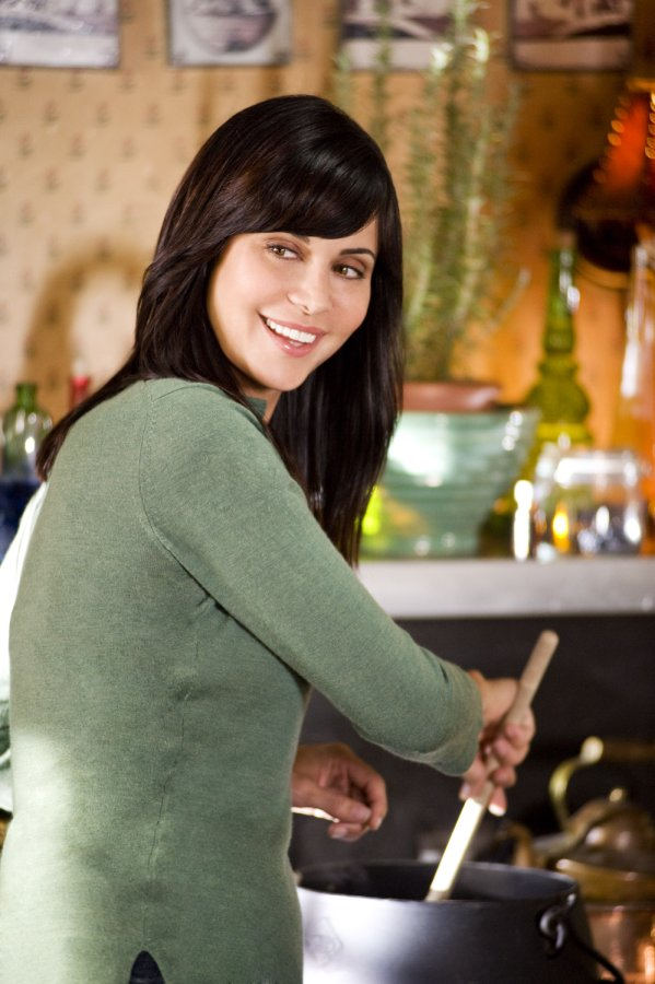 Catherine bell on the good witch 39 s garden hallmark movies and mysteries for The good witch garden