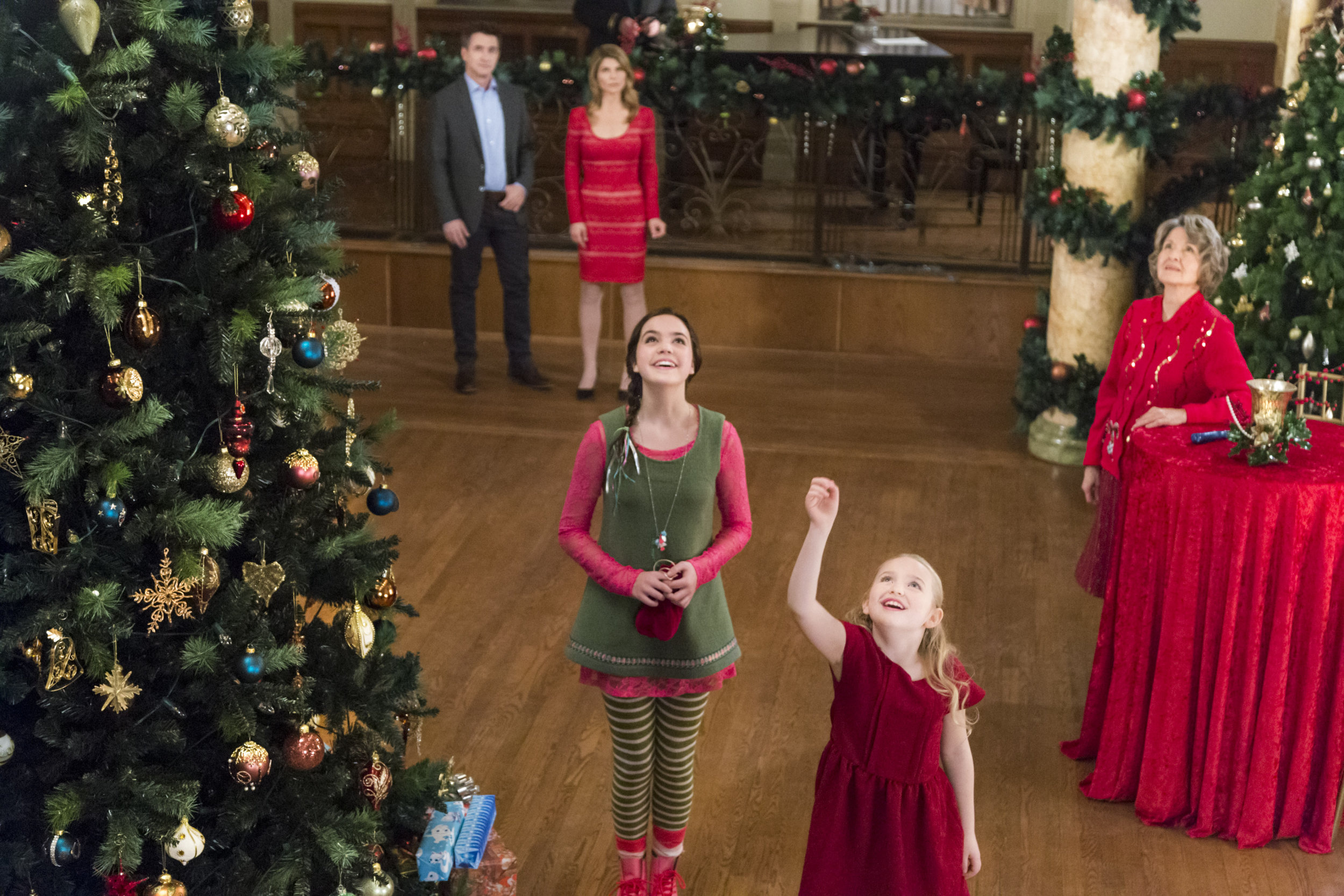 Photos - Northpole: Open For Christmas - 22 | Hallmark Channel