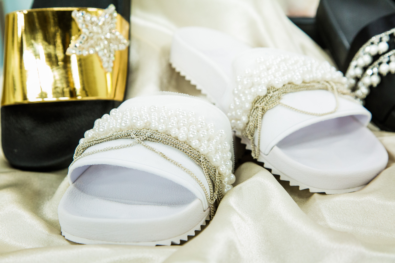 How To - DIY Wedding Slides | Hallmark Channel