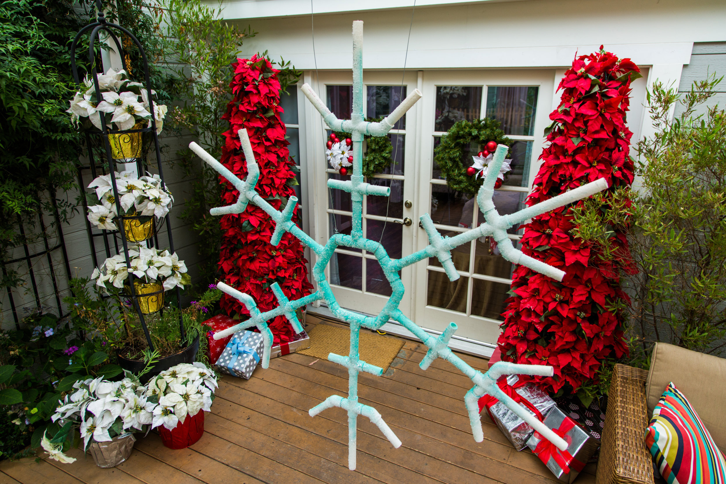 how to kens diy christmas outdoor snowflakes home family hallmark channel - Diy Lighted Outdoor Christmas Decorations