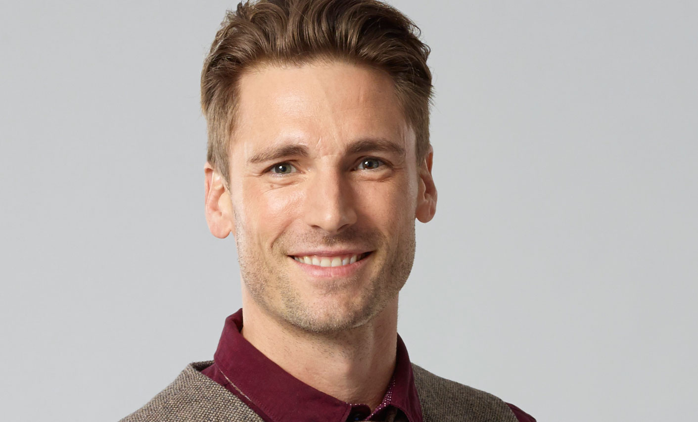 andrew w walker as stuart on a dream of christmas hallmark channel - A Dream For Christmas