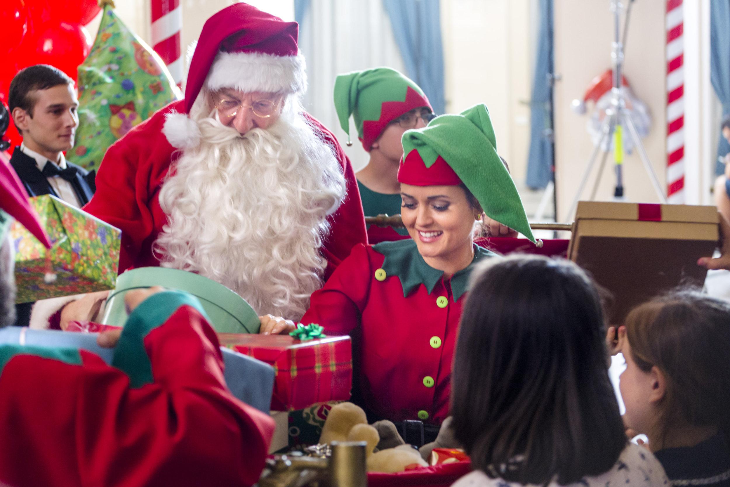 photos crown for christmas 17 hallmark channel - Hallmark Christmas 2015