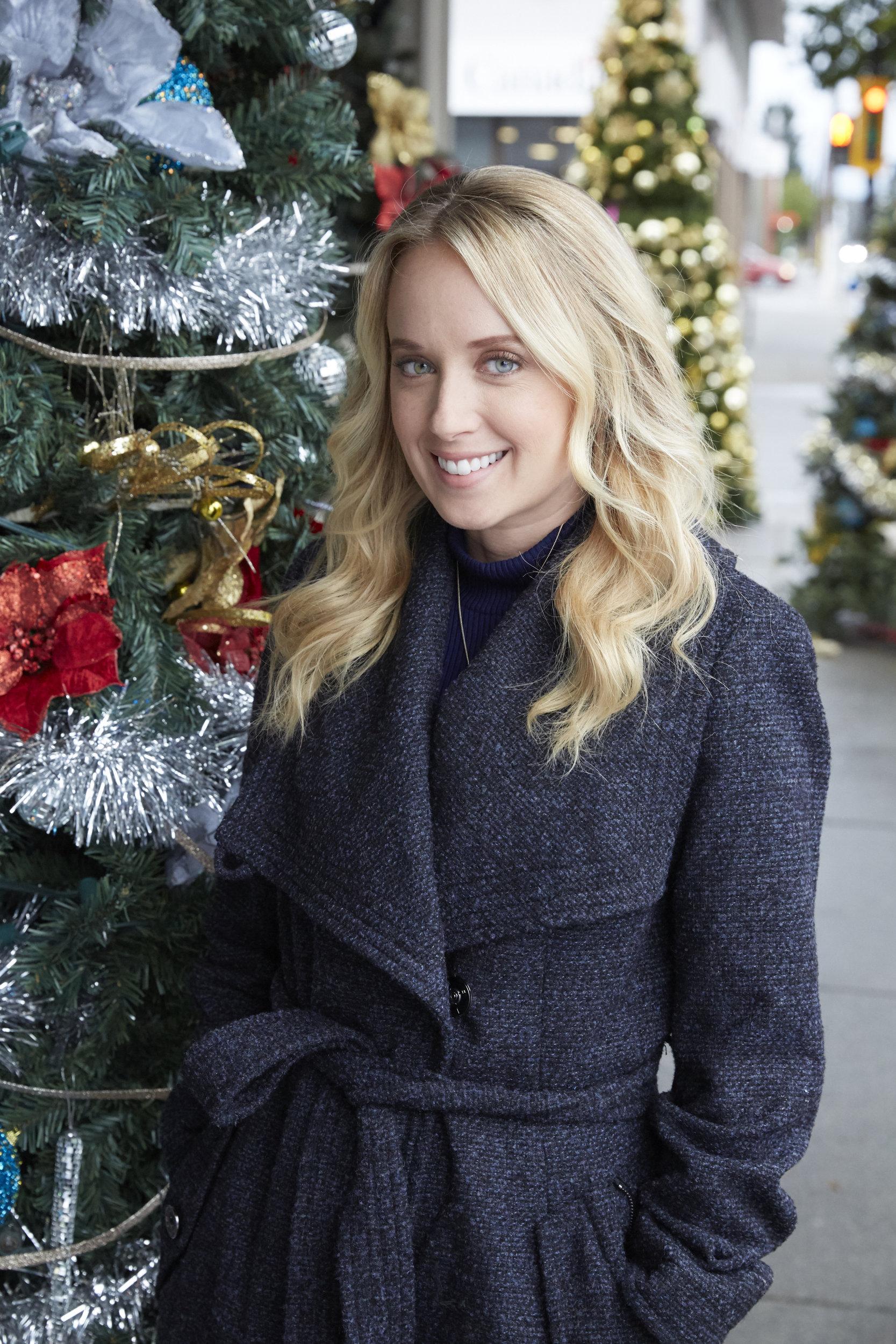 Time For Me To Come Home For Christmas Hallmark.Megan Park As Cara On Time For Me To Come Home For Christmas