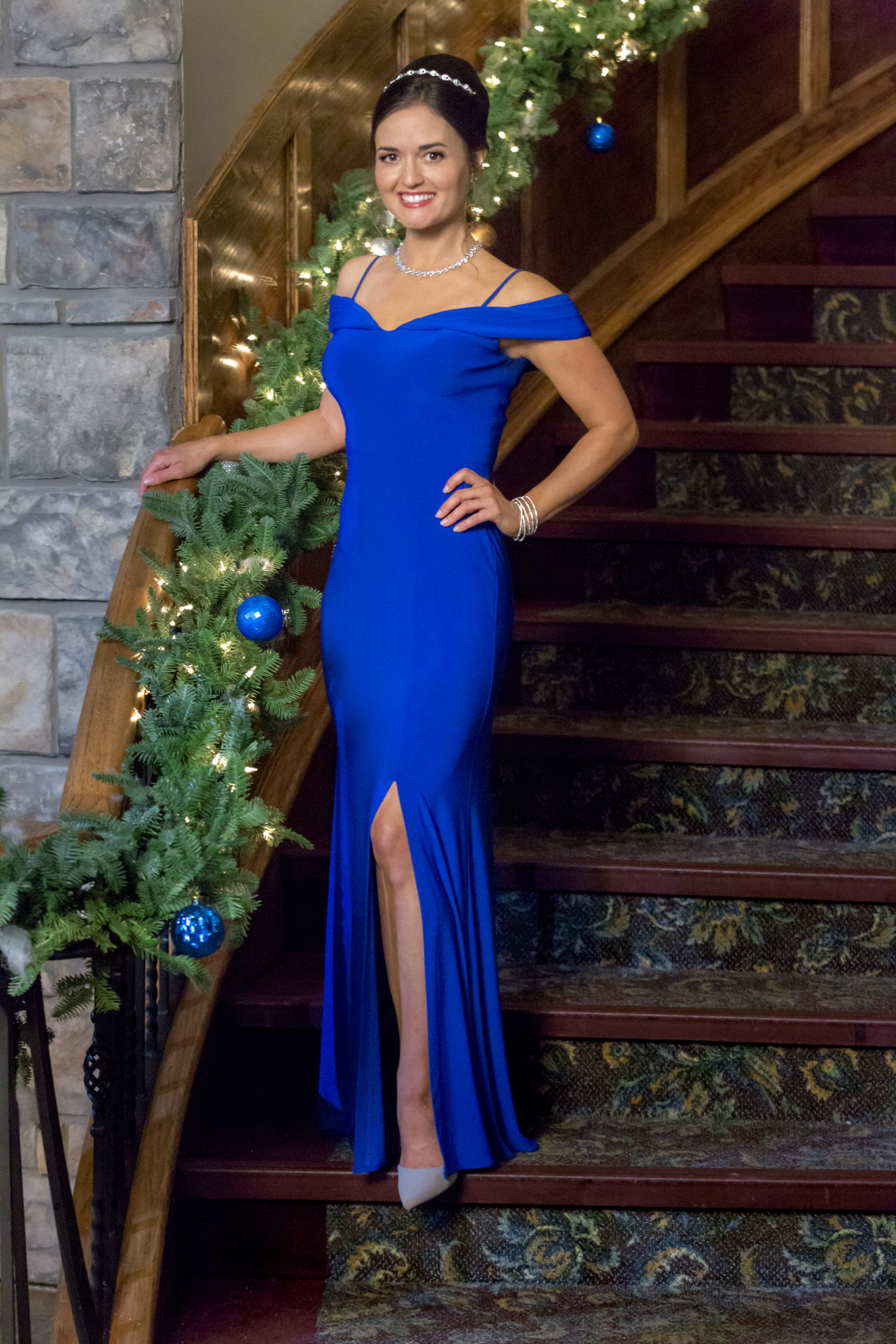 danica mckellar as lizzie on coming home for christmas hallmark channel - Coming Home For Christmas