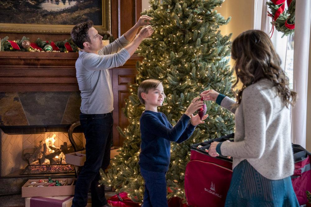 A Bramble House Christmas Cast.A Bramble House Christmas Photos Hallmark Movies And