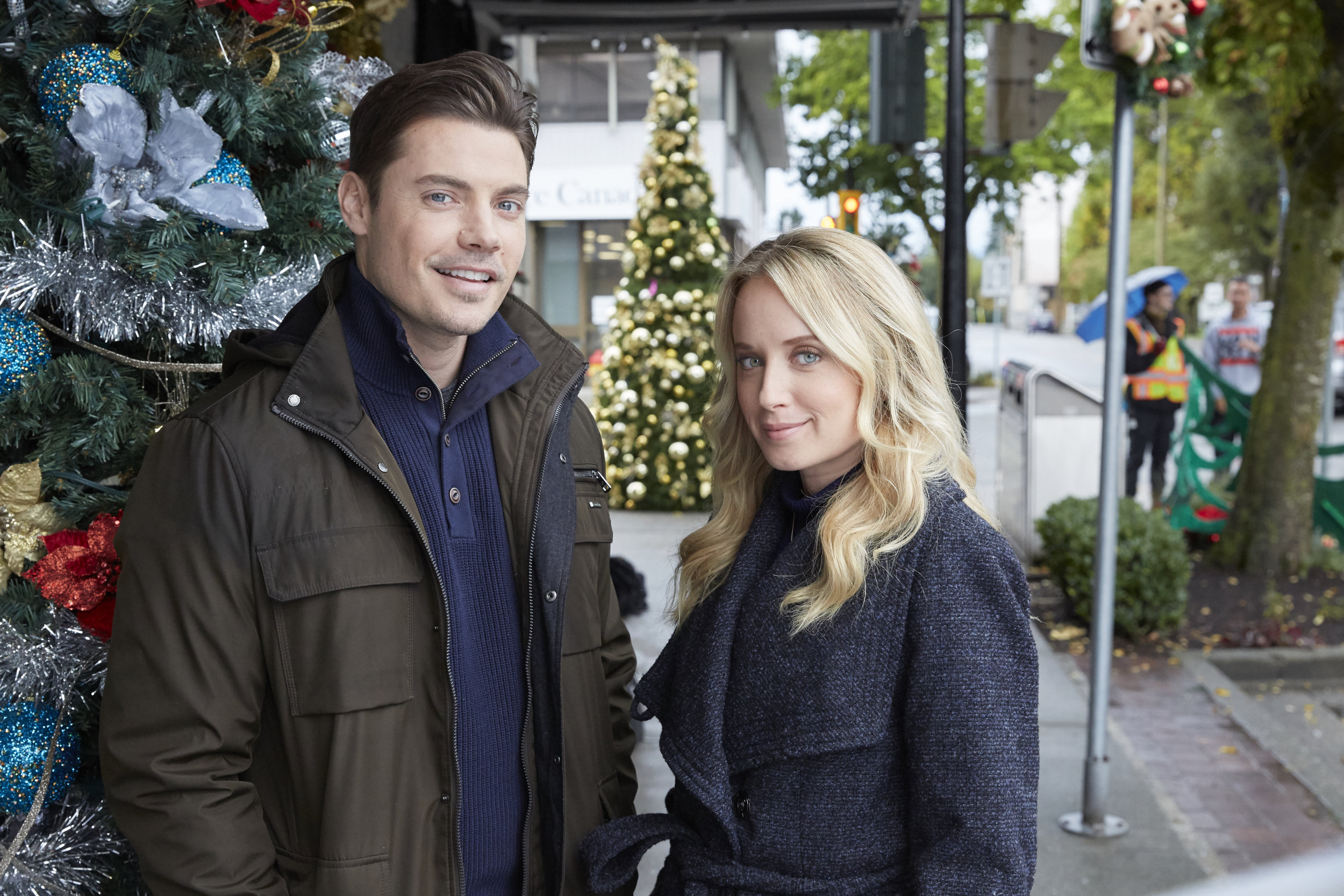 A Christmas Kiss Cast.The Latest News Miracles Of Christmas Hallmark Movies