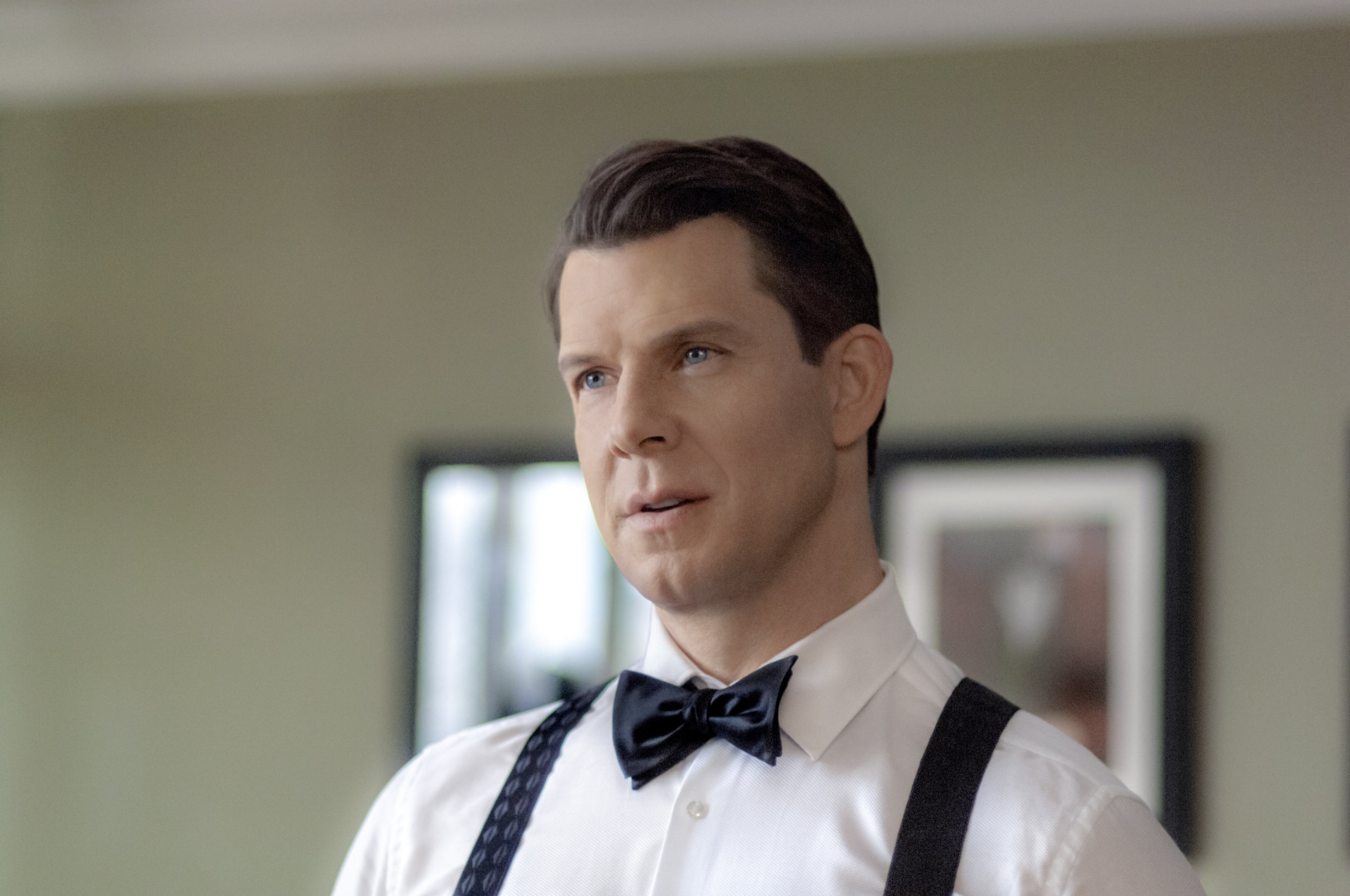 eric mabius as oliver otoole on signed sealed delivered