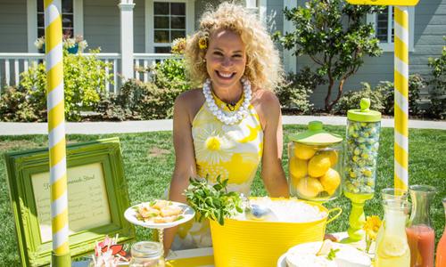 Tracy Metro's DIY Lemonade Stand | Hallmark Channel