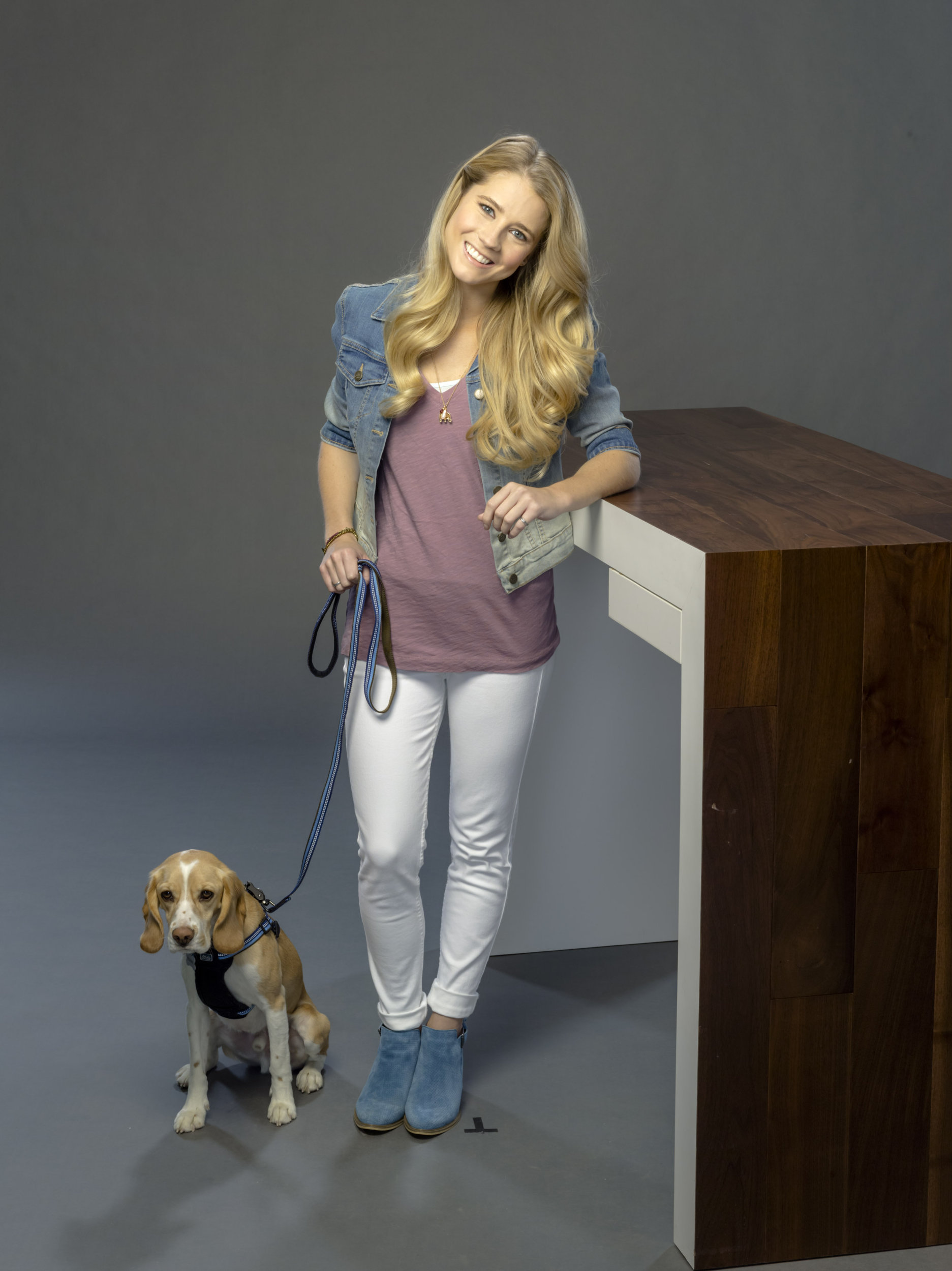 cassidy gifford as lara on like cats  u0026 dogs