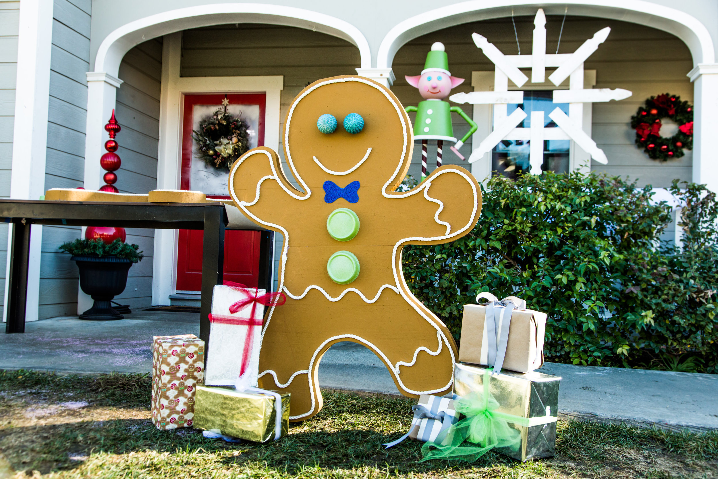 how to diy front yard gingerbread man home family hallmark channel - Gingerbread Christmas Decorations