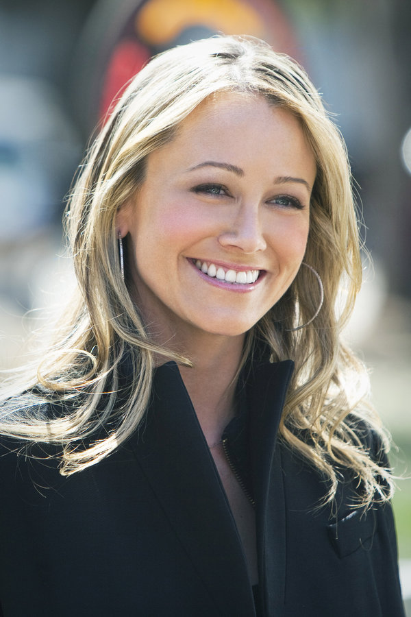 Christine Taylor as Annabelle on Farewell Mr. Kringle | Hallmark Movies and Mysteries