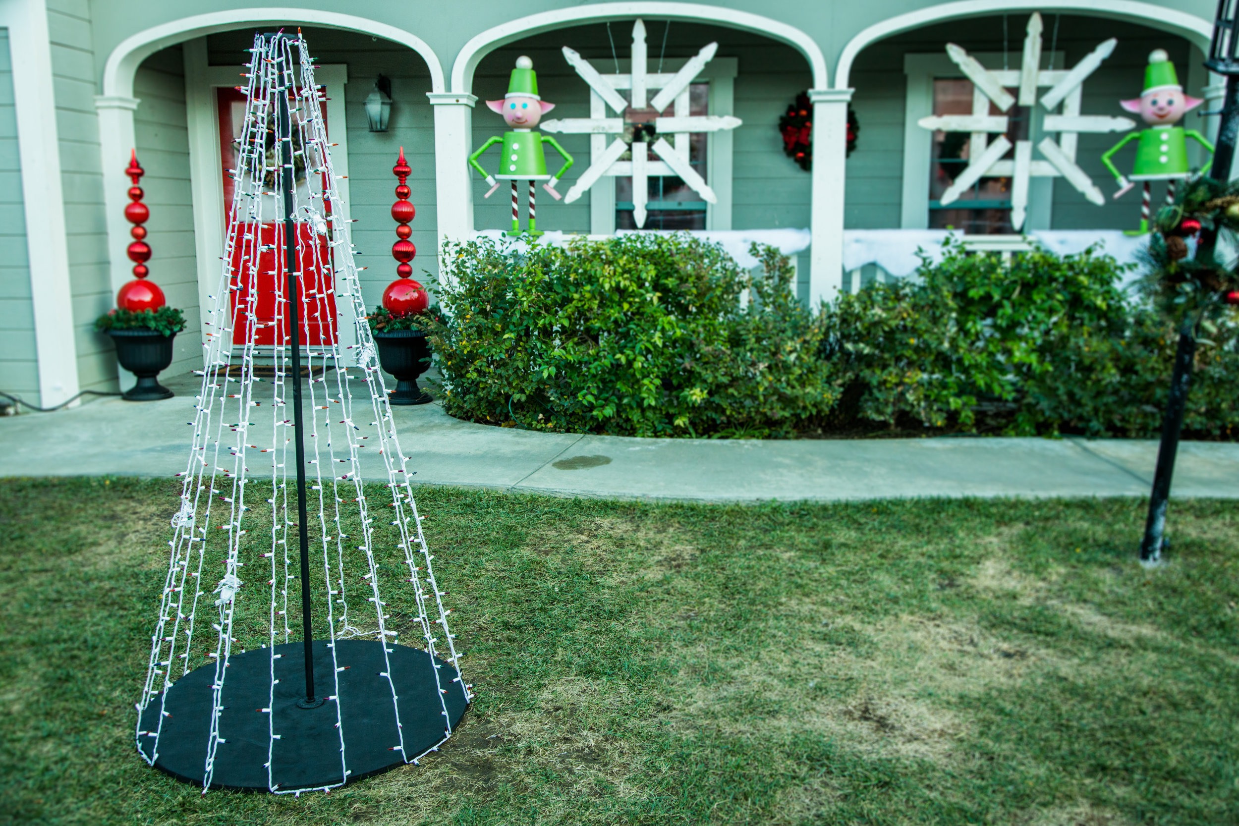 alternate outdoor christmas lights home family hallmark channel
