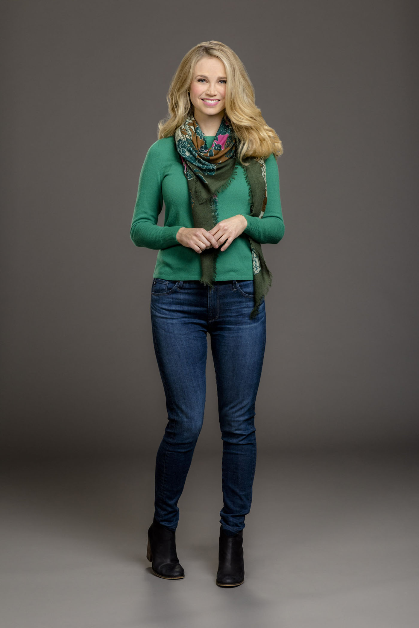 Fiona Gubelmann As April Stewart On Christmas Next Door