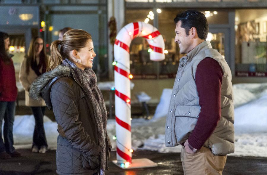 Christmas Under Wraps Cast.Christmas Under Wraps Video Hallmark Channel