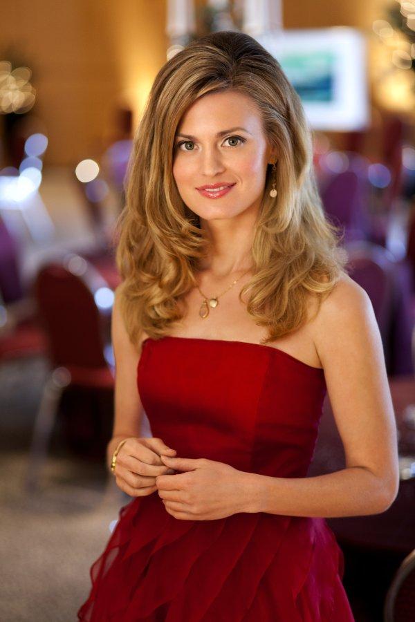 Brooke DOrsay as Holly Khun on Miss Christmas   Hallmark