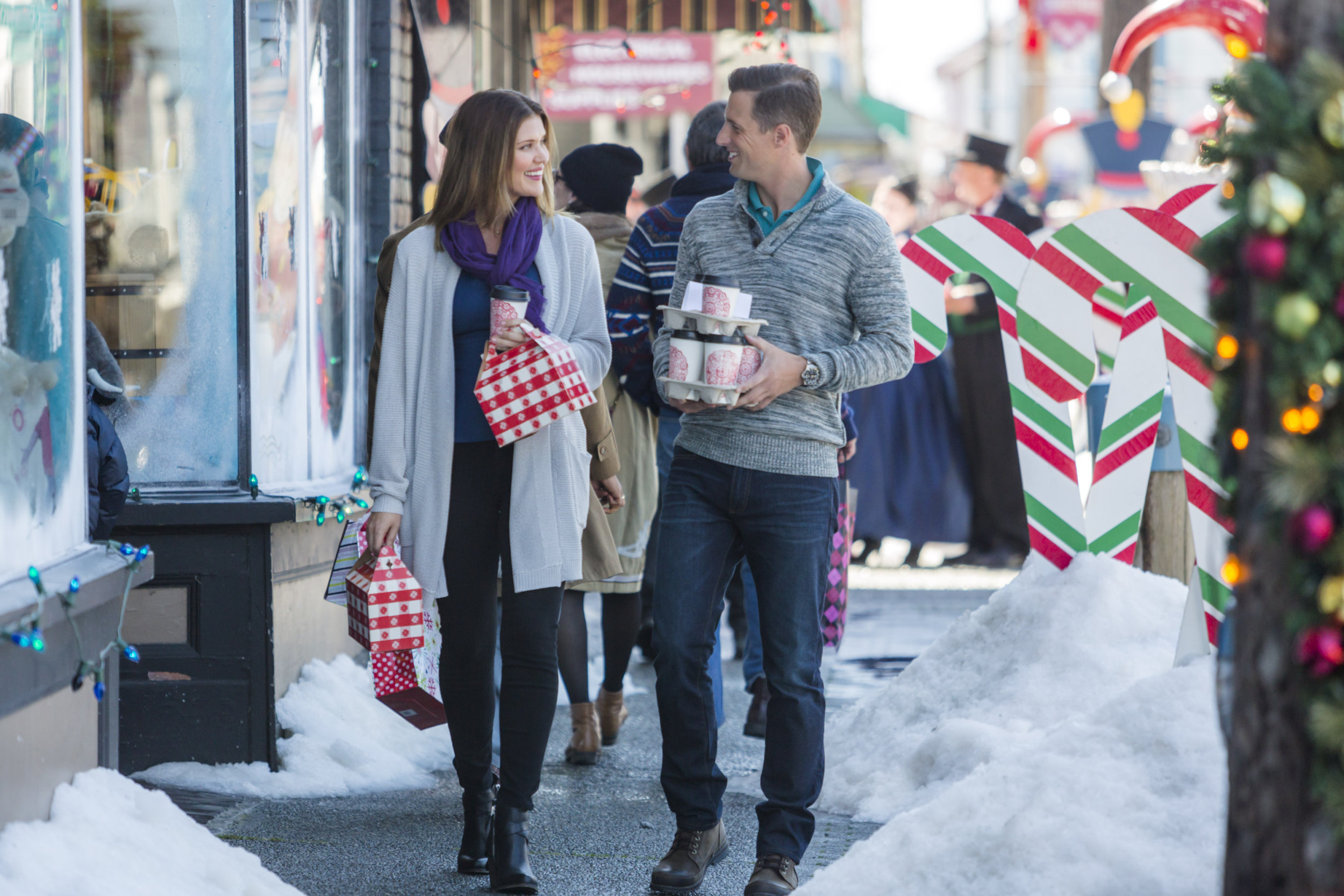 Cast - 'Tis the Season for Love | Hallmark Channel